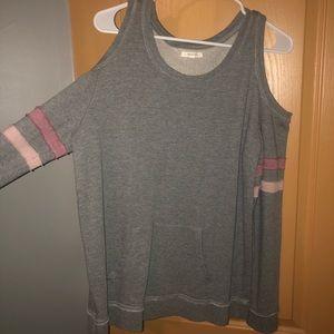 Long sleeve grey shirt.